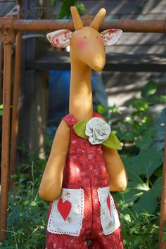 RAFFI THE GIRAFFE + PATTERN ❤ ТИЛЬДА ЖИРАФ РАФФИ + ВЫКРОЙКА  http://country-crow.blogspot.ru/2014/08/raffi-giraffe-pattern.html