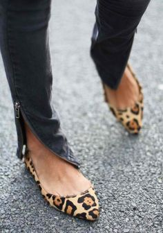 Casual chic ~ skinny jeans and leopard print flats
