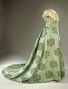 First Lady Edith Roosevelt's 1905 Inaugural Gown. A robin's-egg blue silk gown with a design of plumes and birds woven in gold thread. The pattern for the fabric was destroyed so that the first lady's dress could not be copied. The skirt was altered and the original bodice removed before the dress was donated to the Smithsonian. Via The Symmetric Swan.
