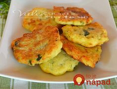 Frittelle di zucchine con patate e parmigiano. My mom made up potato 'pancakes' as a child, but I never thought of adding zucchini. Omelette Muffins, Potato Pancakes, I Love Food, Good Food, Halloween Fingerfood, Confort Food, Food Hub, Food Tags, Eat Seasonal