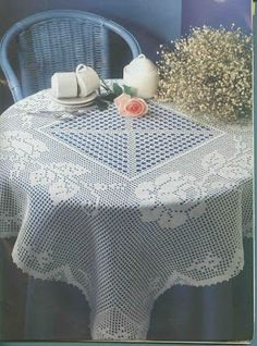 Square tablecloth woth roses