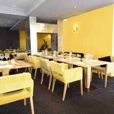 Ça pétille La couleur jaune mêlée au bois promulgue à cette salle de restauration un sentiment de chaleur et de bien être. Installez-vous confortablement dans les sublimes fauteuils Calvin et profitez de l'instant présent! #vauzelle_ligne #ligne_vauzelle #jaune #fauteuil_calvin #calvin_vauzelle #vauzelle #Fauteuil_vauzelle #plateau_Frene #pietement_felipespecial #plateau_eugene #style #scandinave #colore #noir #surmesure #gris #lumiere #restauration #restaurant #mobilier #hotellerie #cou...