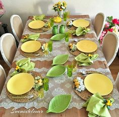 27 DIY Summer Table Decoration For Summer Parties - Summer Diy Summer Table Decorations, Decoration Table, Lemon Kitchen, Easter Table Settings, Table Arrangements, Deco Table, Summer Diy, Dinner Table, Tablescapes