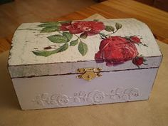 Tutorial for making a shabby chic box.  Use wood filler ? to make raised motifs.