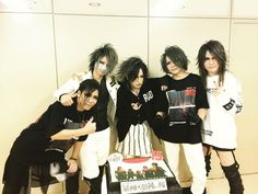 the GazettE after their 15th anniversary concert. Aoi's hair is longer which suits him very nicely and his makeup is beautiful, Reita went back to wearing the noseband but he looks amazing because he doesn't have that beach blonde cockatoo hairstyle from before The Dark Age anymore, little Ruki is swaggin' and looking as adorable as ever, Kai cut his hair but it's very nice and Uruha brought back the thigh showing pants. Also, they're all wearing their own merch (nice form of promo).