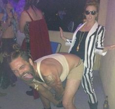 The couple that laugh & giggles together, scares together, stays together. Enjoy hilarious couples Halloween costumes of the day. These funniest costume ideas are perfect for couples who creep it real. Cool Couple Halloween Costumes, Funny Couple Costumes, Pregnant Halloween Costumes, Halloween 2019, Reno 911 Costume, Detective Costume, Halloween Party Supplies, Halloween Ideas, Hilarious
