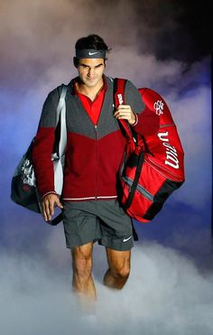 Federer wins easily over Murray to book a place in the ATP World Tour Semifinals for year. Atp Tennis, Sport Tennis, Play Tennis, Federer Nadal, Tennis Rules, Tennis Party, Mr Perfect, Andy Murray, Sports