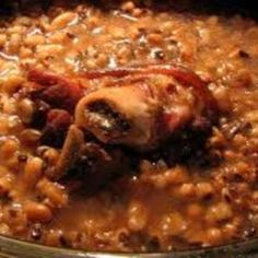 Black-Eyed Peas with Ham Bone or Ham Hock Recipe paleo lunch ham Ham Hock Recipes, Bean Recipes, Crockpot Recipes, Cooking Recipes, Venison Recipes, Crockpot Dishes, Blackeyed Pea Recipes, Cooking Black Eyed Peas, Southern Black Eyed Peas