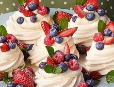 Recepty na nejlepší náplně a krémy do dortu a zákusků Yummy Treats, Delicious Desserts, Sweet Treats, Sweet Recipes, Cake Recipes, Dessert Recipes, Cupcakes, Cupcake Cakes, Cafe Rico