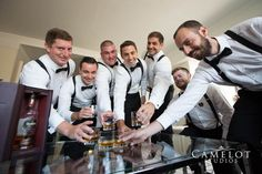 Groom and groomsmen getting ready - wedding decoration Groom And Groomsmen Pictures, Groomsmen Wedding Photos, Groom Pictures, Wedding Groom, Wedding Hair, Dream Wedding, Wedding Rings, Wedding Picture Poses, Wedding Photography Poses