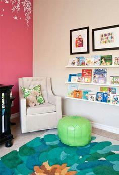 子供部屋の絵本コーナー。 IKEAのアート飾り棚 RIBBA