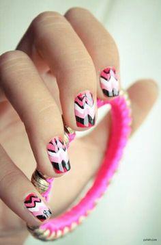 30 Nail Designs That We Love Cute nails nail nails 30 Nails Nail Polish Trends, Colors Get Nails, Pink Nails, How To Do Nails, Hair And Nails, White Nails, Nailart, Nail Art Cute, Missoni, Chevron Nail Art
