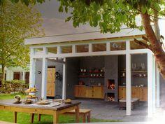 Buitenkeuken, buitenhuis en veranda in 1