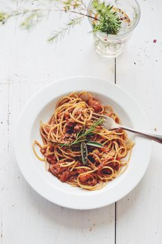 Hey there! Who doesn't love pasta? Who doesn't love pasta with a rich Bolognese? Who hasn't tried tons of veggie Bolognese recipes just to be incredibly disappointed afterwards? My answers to those...