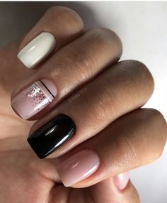 Want some ideas for wedding nail polish designs? This article is a collection of our favorite nail polish designs for your special day. Trendy Nails, Cute Nails, Jolie Nail Art, Semi Permanente, Wedding Nail Polish, Short Gel Nails, Minimalist Nails, Dipped Nails, Pretty Nail Art