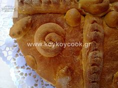 AROMATIC CHRISTMAS BREAD Christmas Bread, Flora, Food And Drink, Breads, Bread Rolls, Plants, Bread, Braided Pigtails, Bakeries