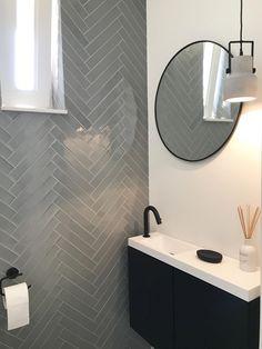 Toiletmeubel Detremmerie No Limit, tegels VTwonen. Bathroom Trends, Bathroom Renovations, Bathroom Ideas, Bathroom Organization, Downstairs Bathroom, Small Bathroom, Mirror Bathroom, Paris Bathroom, Modern Bathroom Design