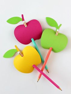 Apple-Shaped Pencil Toppers - White House Crafts - Welcome to the Friday Frenzy, the best food and c Art For Kids, Crafts For Kids, Arts And Crafts, Paper Crafts, Fall Crafts, Diy Crafts, Fruit Crafts, Pencil Toppers, Glitter Cards
