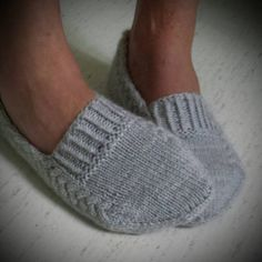 Ravelry: Nettle Essence Svensk version pattern by Monica Hellberg Más Knitting Patterns Slippers Yarn : Organic wool + Nettles from Onion, 2 skeins. Knitting Patterns Slippers Slippers pattern (purchase) loving the design, looks like they would stay on y Knitted Slippers, Crochet Slippers, Knit Or Crochet, Knitting Socks, Free Knitting, Knit Socks, Knitting Projects, Crochet Projects, Knitting Patterns