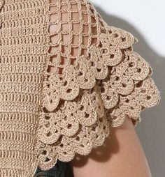 images attach c 0 120 703 Bonita manga a crochet. crochet hot pad,doily autumn leaf pattern for beginner by This Pin was discovered by GÜL Crochet sleeve detail w/ scallops Crochet Shrug Pattern Free, Col Crochet, Crochet Blouse, Irish Crochet, Crochet Motif, Crochet Designs, Crochet Doilies, Crochet Stitches, Free Crochet