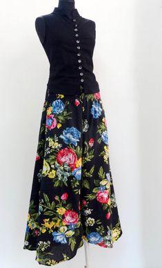 PANTALON AMPLE BUTTERFLY, en coton noir imprimé shalimar à fleurs Butterfly Effect, Short Tops, Black Cotton, Wide Leg, High Waisted Skirt, Creations, Feminine, Elegant, Stylish