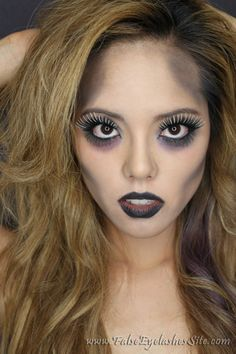 Another Halloween zombie look. How To: Glam Zombie Halloween Look with THREE Costume False Eyelashes Halloween Zombie Makeup, Visage Halloween, Looks Halloween, Pretty Zombie Makeup, Simple Zombie Makeup, Scarecrow Makeup, Zombie Bride Makeup, Zombie Make Up, Easy Halloween