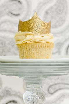 The Ultimate Vanilla Cupcake, Luv the crown.