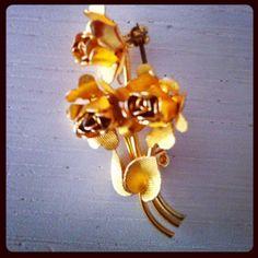 costume jewelery brooch roses