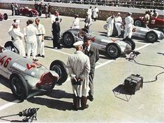GP TRIPOLI 1938 , Mercedes of Herman Lang , Mercedes of Manfred Von Brauchtisch , Mercedes of Rudolf Caraciolla and Alfa Romeo 308 of Clemente Biondetti. Car is Achille Varzi with Maserati Mercedes Classic Cars, Classic Race Cars, Mercedes Benz Cars, Vintage Racing, Vintage Cars, Alfa Romeo, Nascar, Racing Events, Indy Cars