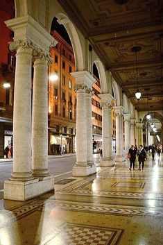 The beautiful streets of Bologna Cities In Europe, World Cities, Have A Nice Trip, Best Of Italy, Italian Life, Bologna Italy, Verona, Italy Travel, Beautiful Landscapes