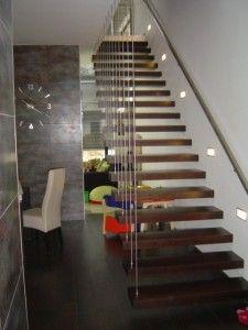Rozsdamentes lebegő lépcső