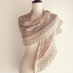 The pattern is available in English, French, Norwegian (translated by Anne Hansen) and German (translated by Knitterella77).