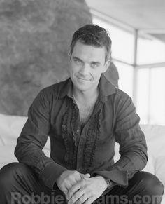 Robbie Williams - One day. Robbie Williams, Stoke On Trent, Hot Men, Hot Guys, Types Of Guys, Hottest Male Celebrities, The Right Stuff, Music Bands, Black And White Photography