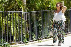 Relaxed flowy summer outfit that's perfect for resorts and vacations