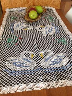 Cisne bordado no tecido xadrez ou não exatamente.