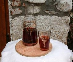 If you visit Turkey you have to try the Gelincik Serbeti :) Cold Drinks, Alcoholic Drinks, Yummy Food, Tasty, Turkish Recipes, Pistachio, Bon Appetit, Deserts, Dessert Recipes