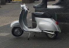 Vespa V50 Roller Scooter Vespa Ape, Lambretta Scooter, Vespa Scooters, Vintage Vespa, Best Scooter, Wheels, Motorcycle, Lifestyle, Classic