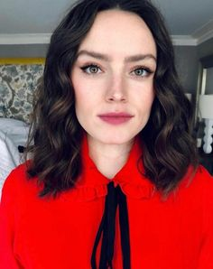 Daisy Ridley Driving Miss Daisy, Reylo, Woman Crush, Wig Hairstyles, Role Models, Girl Power, Gorgeous Women, Makeup Looks, Hollywood