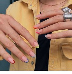 Semi-permanent varnish, false nails, patches: which manicure to choose? - My Nails Hair And Nails, My Nails, Gel Manicure Nails, Fire Nails, Minimalist Nails, Minimalist Fashion, Rainbow Nails, Dream Nails, Cute Acrylic Nails