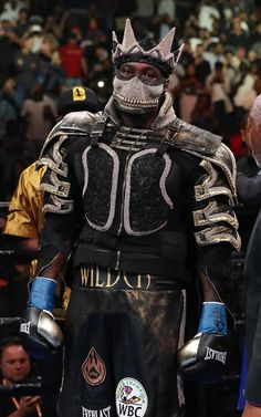 Bronze Bomber Deontay Wilder appears in costume before facing Dominic Breazeale during their bout for Wilder's WBC heavyweight title at Barclays Center in New York City, USA Mohamad Ali, Ufc Sport, Bronze Bomber, Boxing Images, Boxing Posters, Deontay Wilder, Heavyweight Boxing, Boxing History, Usa Pictures