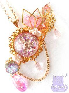 貴族のお姫様のネックレス Kawaii Jewelry, Kawaii Accessories, Cute Jewelry, Charm Jewelry, Diy Jewelry, Jewelry Accessories, Fashion Jewelry, Moon Jewelry, Resin Jewelry