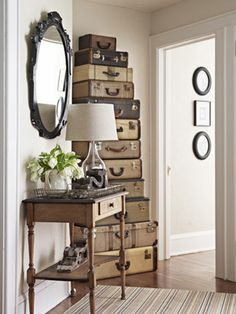 Old suitcases decor is now trend and great. You can see the design ideas of old suitcases decor from the pictures, and this is DIY decor. Vintage Suitcases, Vintage Luggage, Vintage Trunks, Vintage Travel, Decoration Shabby, Sweet Home, Country Living Magazine, Decorating Small Spaces, Decorating Ideas