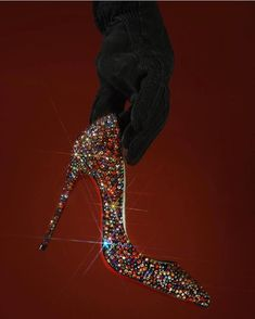 Multi colored sequined heels for that very special occasion. Fancy Shoes, Cute Shoes, Me Too Shoes, Shoe Boots, Shoes Heels, Equestrian Boots, Christian Louboutin Shoes, Louboutin High Heels, Look Chic