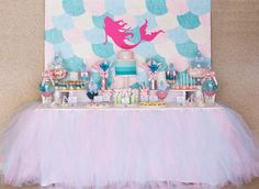 Cores: Rosa bebê, turquesa, azul bebê e pérola. Toalha de mesa