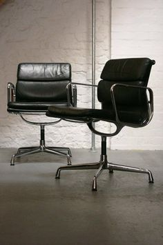 Eames Softpad Desk Chair by Charles & Ray Eames . go to Living Edge in Richmond Classic Furniture, Modern Furniture, Home Furniture, Furniture Design, Chaise Chair, Desk Chair, Charles Eames, Take A Seat, Mid Century Modern Design