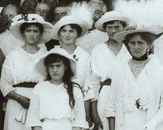 The sisters with their mother cirka 1915   #olganikolaevna #tatiananikolaevna #marianikolaevna #anastasianikolaevna #otma #romanov #royal #vintage #imperialrussia #history by romanovsisters