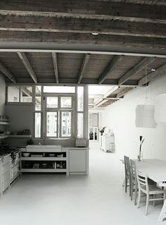 Balkenstructuur  te zien in plafond. Goed idee voor plafond beneden en het dak?