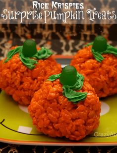 Rice Krispies Surprise Pumpkin Treats | Dessert great for Halloween Parties! crazyaboutmybaybah.com