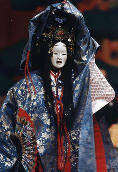 龍田 Japanese Mask, Japanese Costume, Japanese Kimono, Traditional Art, Traditional Outfits, Noh Theatre, Kabuki Costume, Japan Painting, Japan Photo
