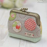Lovely appliqued and padded purse Coin Bag, Coin Purse Wallet, Mini Purse, Coin Purses, Patchwork Bags, Quilted Bag, Embroidery Purse, Coin Purse Tutorial, Key Bag